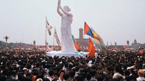 """Il 30 maggio 1989 a Pechino svelata in piazza Tienanmen la """"Dea della Democrazia"""""""