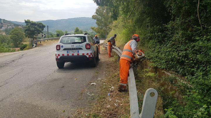 """Sulla """"via del Mare"""" SR 267 in corso dal 7 giugno i lavori di pulizia e taglio erba"""