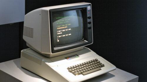 Il 4 giugno di 44 anni fa va in commercio il computer Apple II