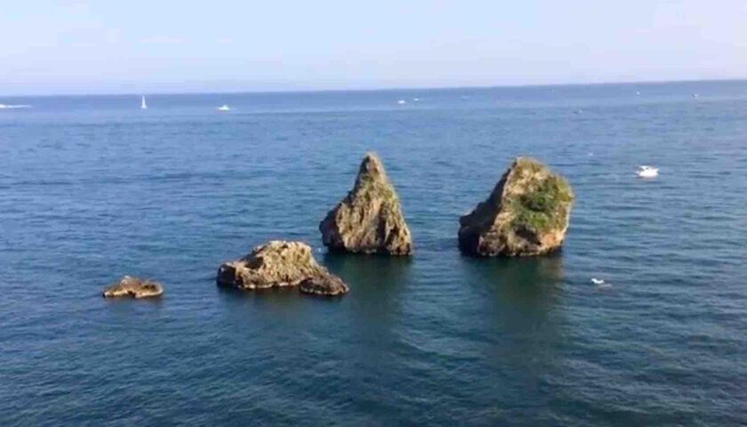 """Vietri sul Mare, verifica della tenuta degli scogli dei """"Due fratelli"""" con un drone subacqueo"""