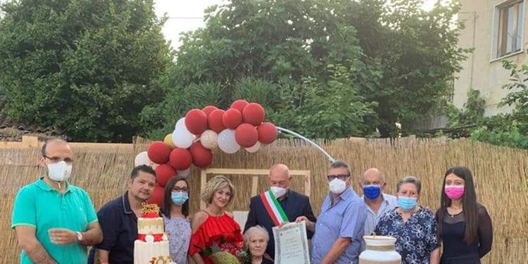 Sassano festeggia i cento anni di nonna Francesca Ferro
