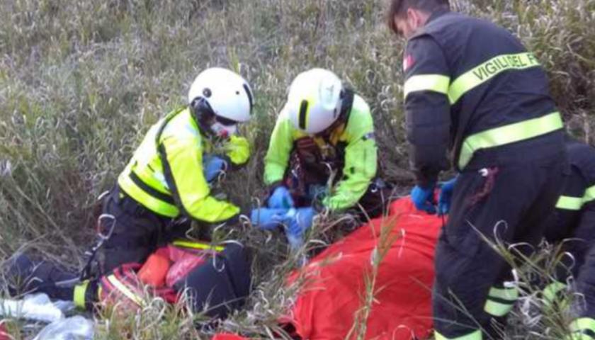 Cade in un burrone a Cava de' Tirreni, salvato 57enne dagli elicotteristi dei vigili del Fuoco