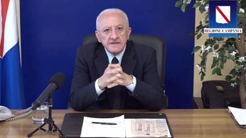 """De Luca ai sindaci della Campania: """"I contagi crescono, eliminare gli eventi pubblici a rischio assembramento"""""""
