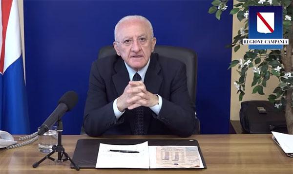 """De Luca ancora contro il reddito di cittadinanza: """"È stato dato anche ai detenuti"""""""