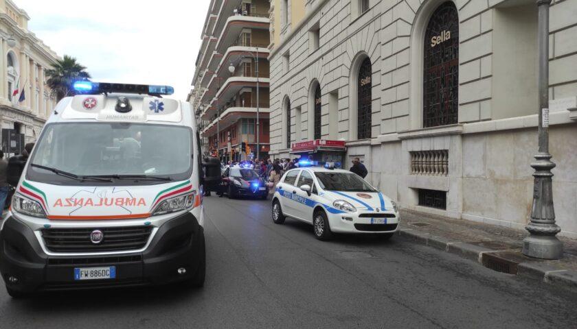 """Botte a una ragazza in centro a Salerno, il sindaco Napoli: """"Plauso ai vigili urbani e alle forze dell'ordine"""""""