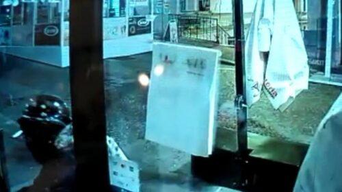 Salerno, ladri scatenati in centro: 3 furti in 8 minuti per 300 euro di bottino e 8mila euro di danni