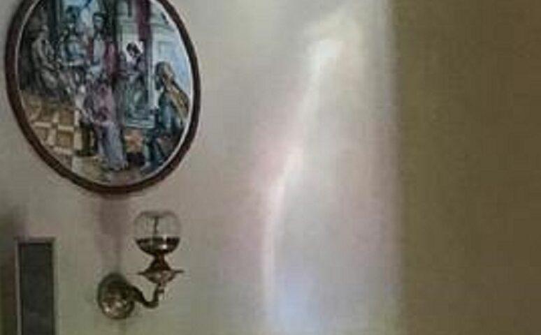 A Siano riappare la Madonna, i fedeli: miracolo! Il parroco frena