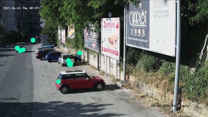Pelezzano, sversamento illecito di rifiuti: donna filmata e multata