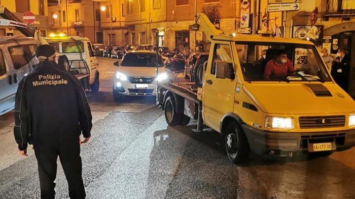 Salerno: sosta selvaggia a Largo Plebiscito, multe e rimozioni