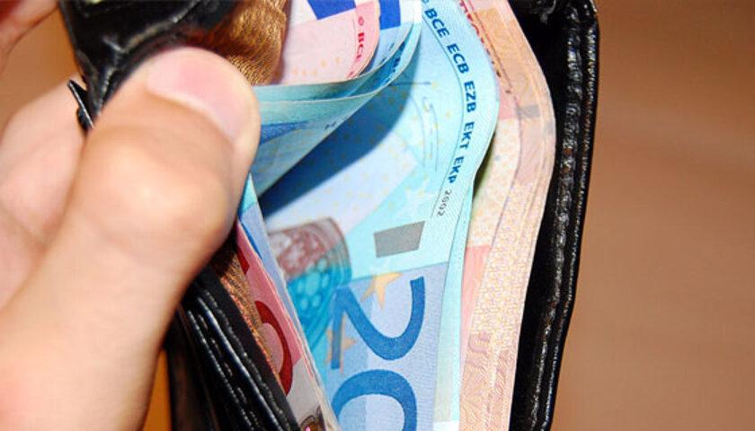 Scafati, perde portafogli dopo prelievo al bancomat: giovane lo ritrova e lo restituisce