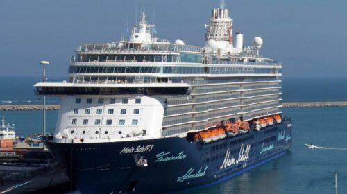 La nave Mein Schiff 4 ha lasciato Salerno