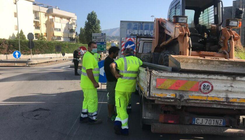 Rimossi i rifiuti dagli svincoli della tangenziale di Salerno: partenza all'Arbostella