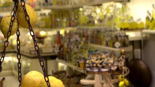 Producevano limoncelli e amari con alcol e gel anticovid: 20 indagati nell'agro nocerino