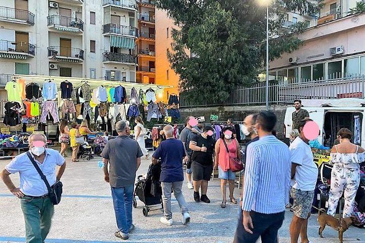 """Pagani, tanti cittadini al mercato domenicale serale. Pietrofesa: """"Operatori soddisfatti"""""""