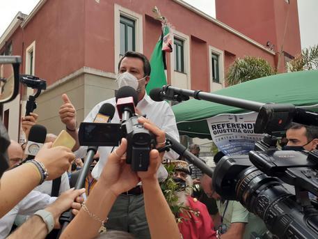 """A Battipaglia l'ultimo affondo di Salvini: """"De Luca tiene in ostaggio i campani con i suoi capricci"""""""