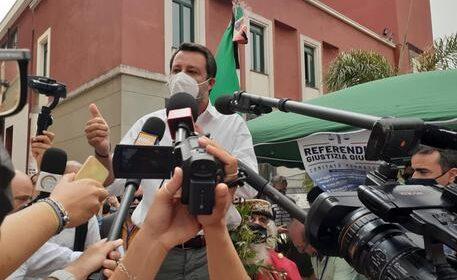 """Sudisti Italiani: """"Salvini a Battipaglia? Ma che ci fa in mezzo ai 'colerosi', puzzolenti e terremotati?"""""""