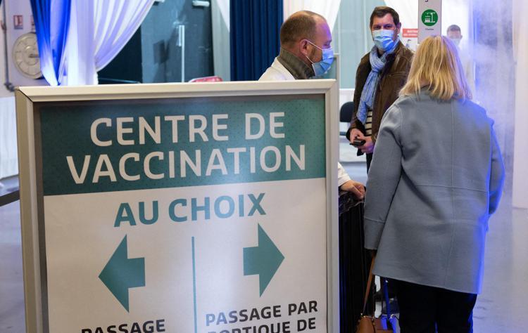 Effetto Macron in Francia: boom di prenotazioni per i vaccini
