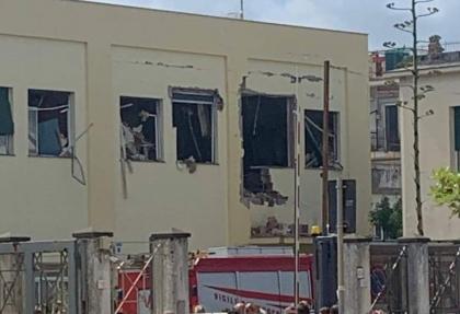 Esplosione nel commissariato di Polizia a Castellammare di Stabia