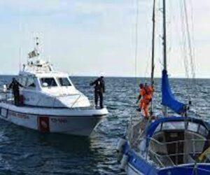 Barca a vela alla deriva ad Agropoli, salvate 9 persone