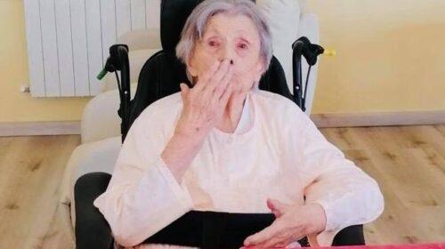 Sestina l'ostetrica di Giffoni sei Casali festeggia 102 anni