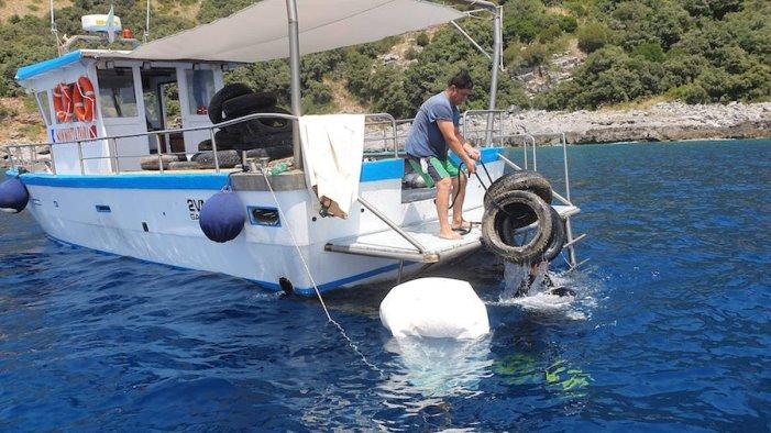 A Sapri raccolti in mare 1800 kg di pneumatici fuori uso