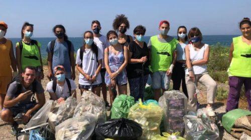 """Salerno, i volontari di """"Voglio un Mondo Pulito""""  raccolgono 135 kg di rifiuti sul litorale Allende"""