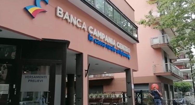 Rapina alle guardie giurate che depositavano soldi alla Bcc di via Baratta a Salerno: colpo da 25mila euro