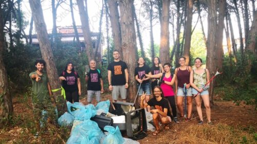 A Capaccio i volontari ripuliscono la pineta