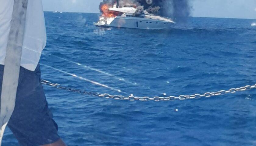 Imbarcazione in fiamme a Policastro, un ferito