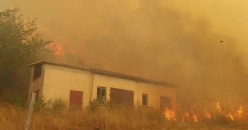 """Tre incendi nella Valle dell'Irno, un altro a Caggiano dove il sindaco accusa: """"criminali"""""""
