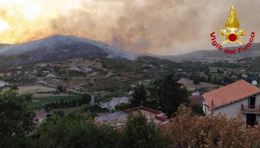 Vasto incendio ad Agropoli, fiamme domate in 7 ore