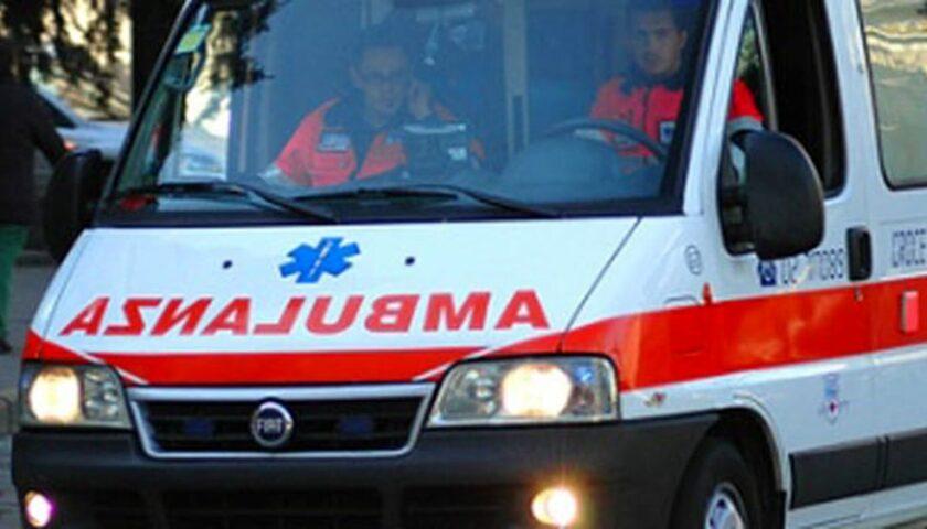 Cade da impalcatura mentre monta luminarie a Palomonte, operaio 49enne di Eboli grave al Ruggi