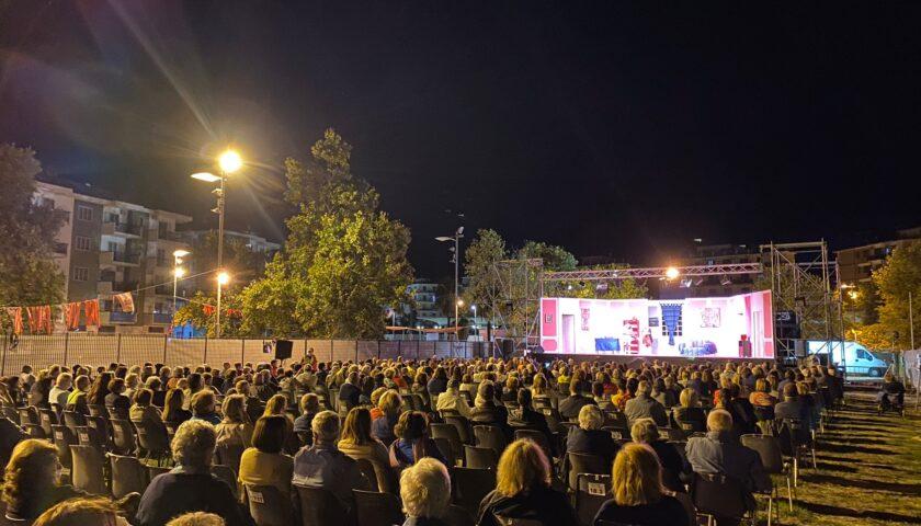 Teatro Arbostella, bagno di folla per la due giorni all'Arena Parco Mercatello