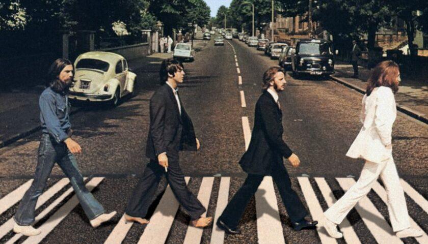 L'8 agosto di 52 anni fa i Beatles scattano la foto leggendaria sulle strisce ad Abbey Road
