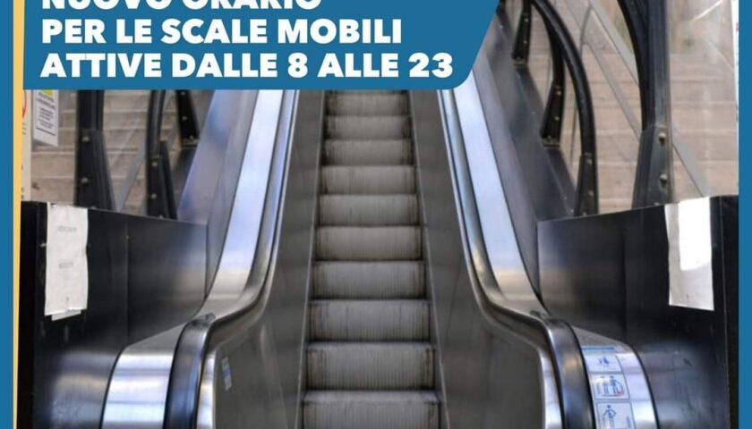 Via Monti a Salerno, scale mobili attive fino alé 23