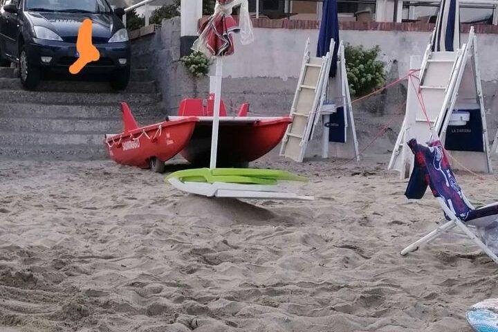Ad Agropoli al mare si va con l'auto parcheggiata sulla sabbia
