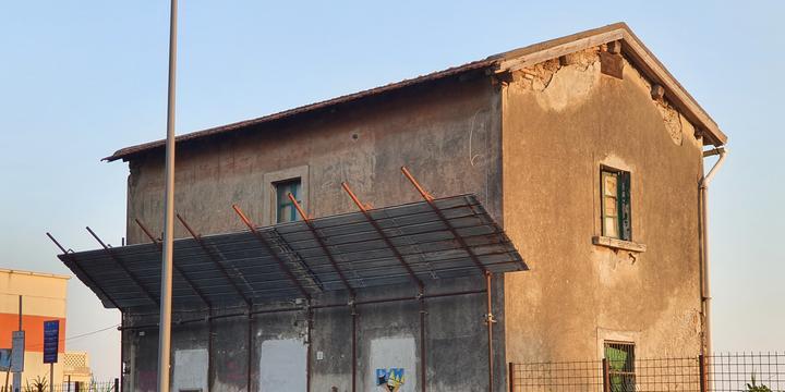 Salerno, casa cantoniera di lungomare Marconi in vendita per 167mila euro