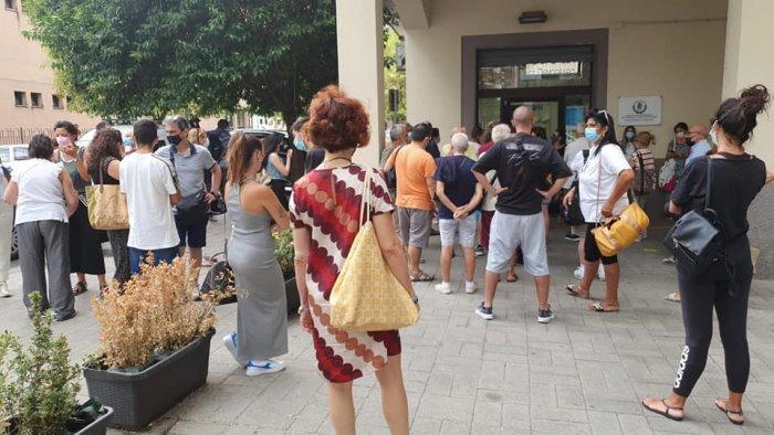 """Uffici comunali chiusi a Salerno, """"file interminabili inaccettabili"""""""