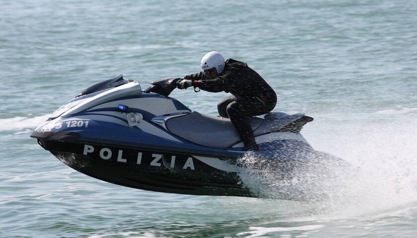 Salerno, la polizia nautica soccorre due imbarcazioni