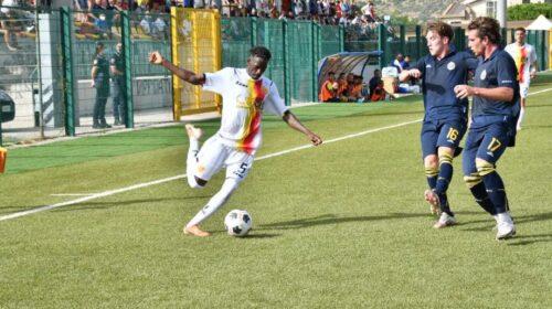 "Al ""Carrano"" vincono le difese, finisce 0 a 0 tra Santa Maria e Lamezia"