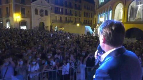 """Conte a Salerno, piazza gremita: """"Al ballottaggio andiamo noi non il centrodestra"""""""