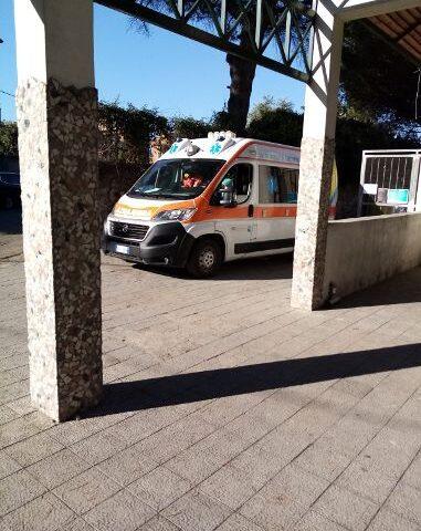 Incidente nella scuola a San Marzano sul Sarno, plafoniera in testa al bidello: sindaco nel mirino