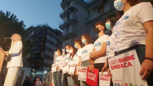 Salerno, bagno di folla per l'apertura della campagna elettorale di Elisabetta Barone