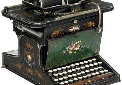 Il 12 settembre 1873 nasce la prima macchina da scrivere con tastiera Qwerty