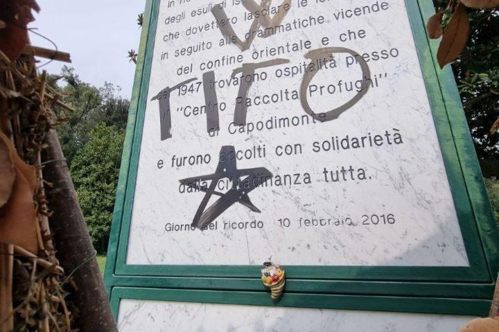Napoli, nel parco Capodimonte è stata imbrattata la targa in memoria dei Martiri delle foibe