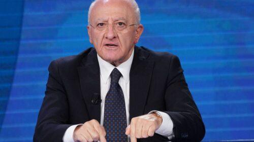 """De Luca: """"Le vaccinazioni hanno subito un rallentamento a causa delle stupidaggini raccontate da Meloni e Salvini"""""""