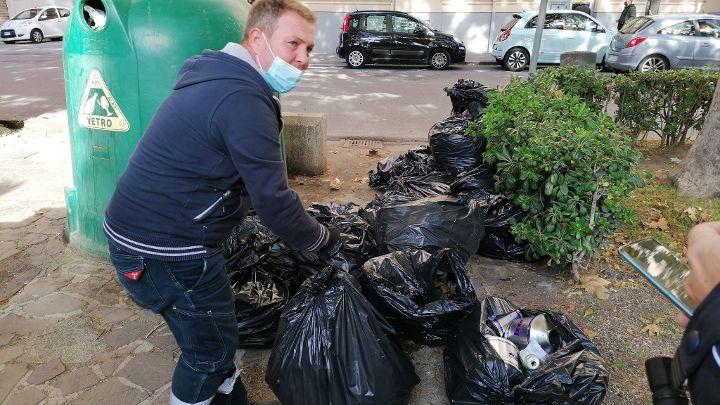 Salerno, rifiuti depositati addirittura nelle aiuole:  multe a bar, ristoranti e pizzerie del centro