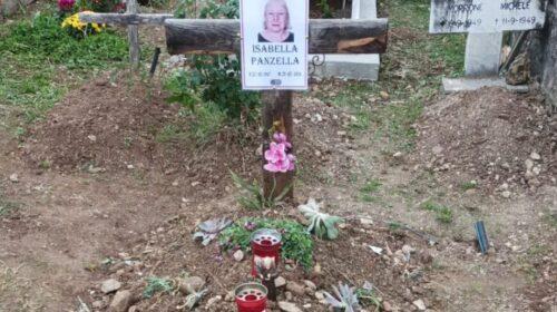 Strozzata e uccisa da assassino ancora ignoto nel 2016, ora Isabella ha avuto una degna sepoltura
