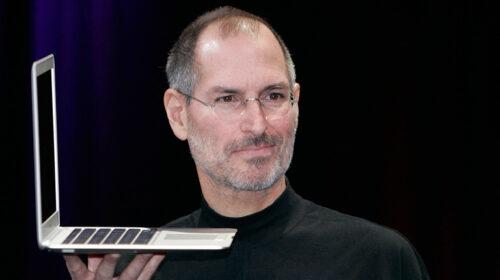 Il 5 ottobre del 2011 muore Steve Jobs, fondatore della Apple