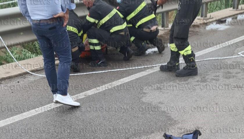 Battipaglia, giù dal ponte del Tusciano: salvato 30enne